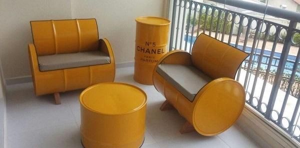 Hình ảnh bộ bàn ghế được thiết kế độc đáo bằng thùng phi sắt